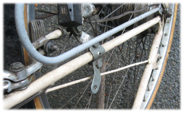 Brace to avoid bending the chainstay