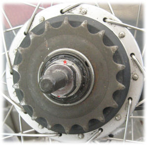 Sprocket held in place by circlip